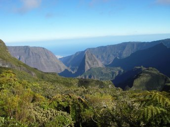 Trek in the Cirque of Mafate, Reunion Island © Alizés Montagnes